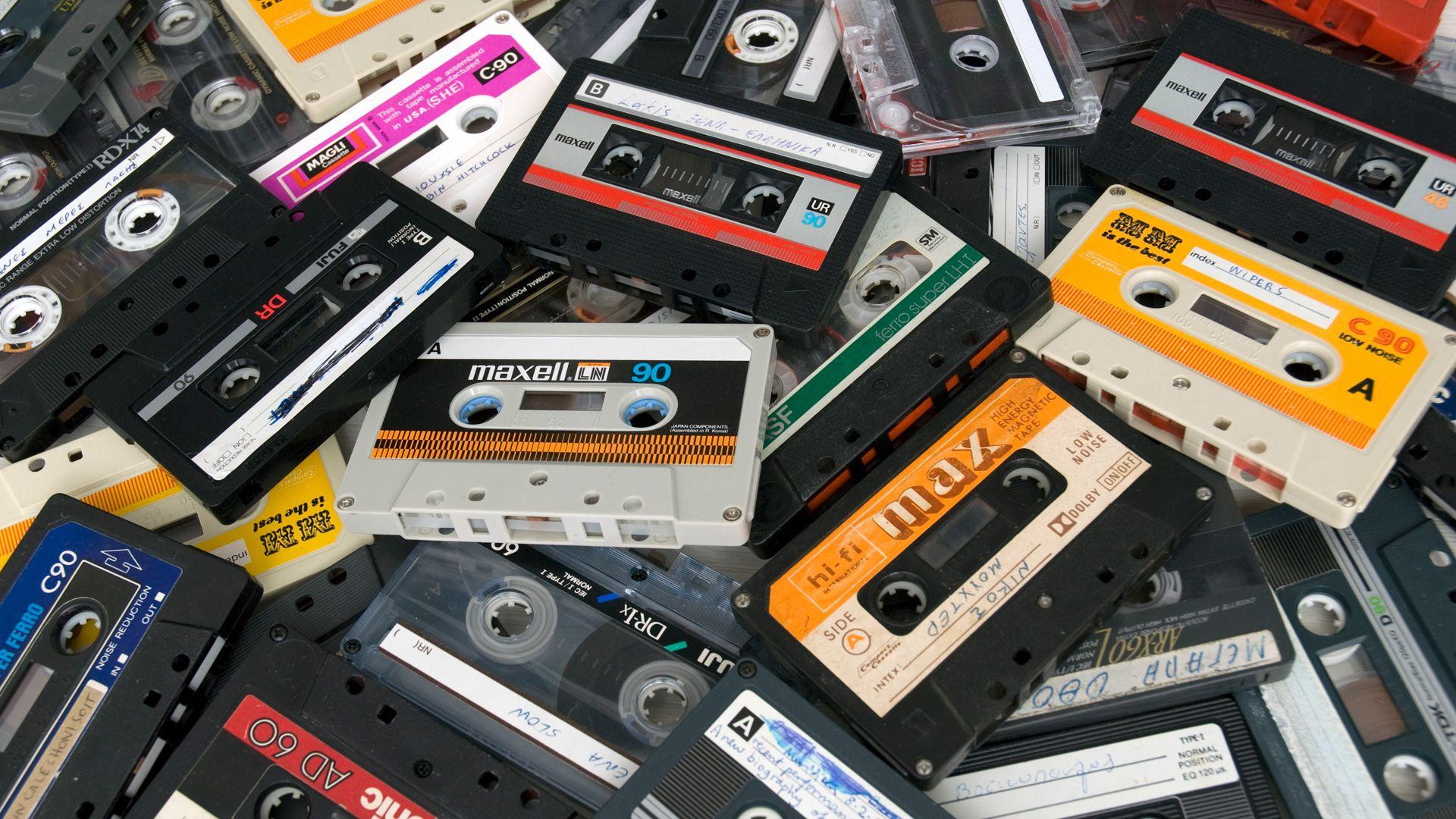 01-direct-press-kit-intersonik_cassete.jpg